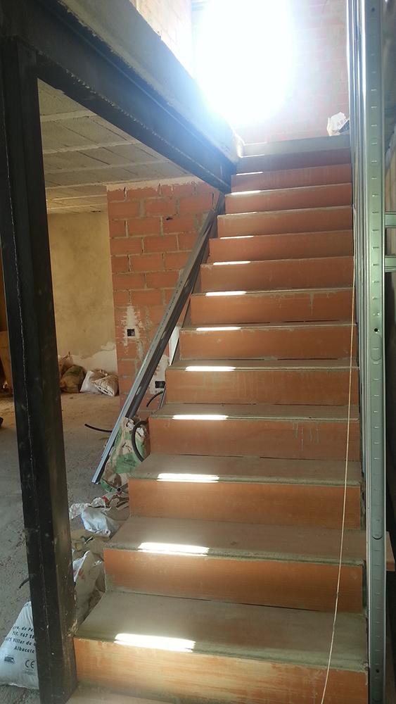 Abrir un hueco en forjado para escalera arqyal for Huecos de escaleras modernos